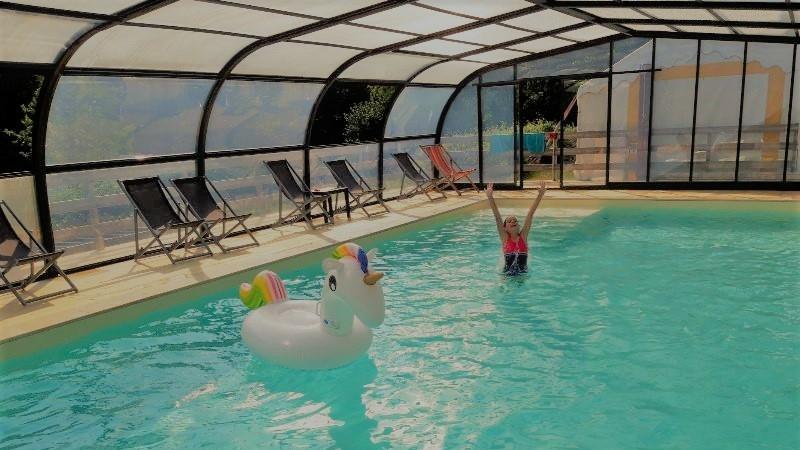 Vue intérieure de la piscine
